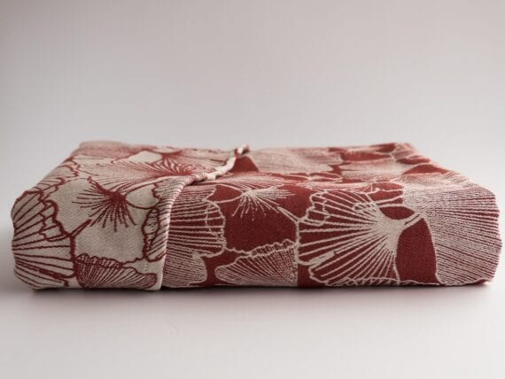 Tegl. A dusty-red wrap made of 100% combed cotton with a gsm of 340.